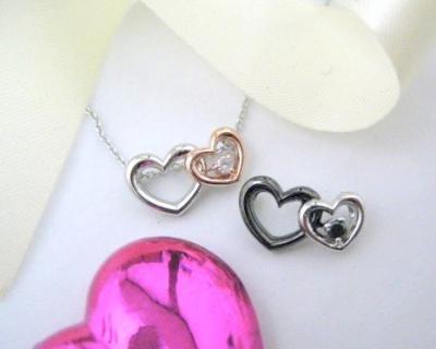 プレゼント|贈り物 2つのハートダイヤモンドペンダント