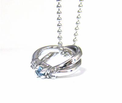 プレゼント|贈り物 2つのリングのペンダント